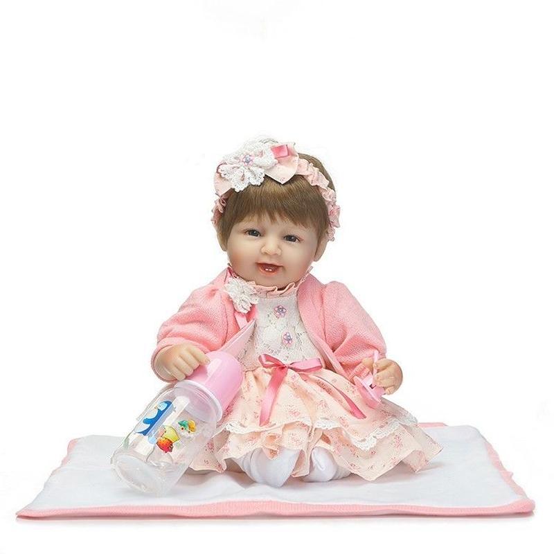 リボーンドール リアル赤ちゃん人形 小さめ40cm かわいいベビー人形 ハンドメイド海外ドール 衣装とおしゃぶり・哺乳瓶付き 満面の笑顔 おめかしドレスの女の子 乳児ちゃん