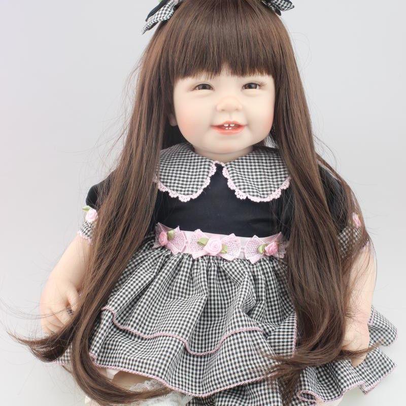 トドラー人形 プリンセスドール リボーンドール 抱き人形 高級ハンドメイド海外ドール かわいい幼児ちゃん人形 衣装付き ダークロングヘア 満面の笑顔の女の子 ギンガムチェック ワンピースお嬢様