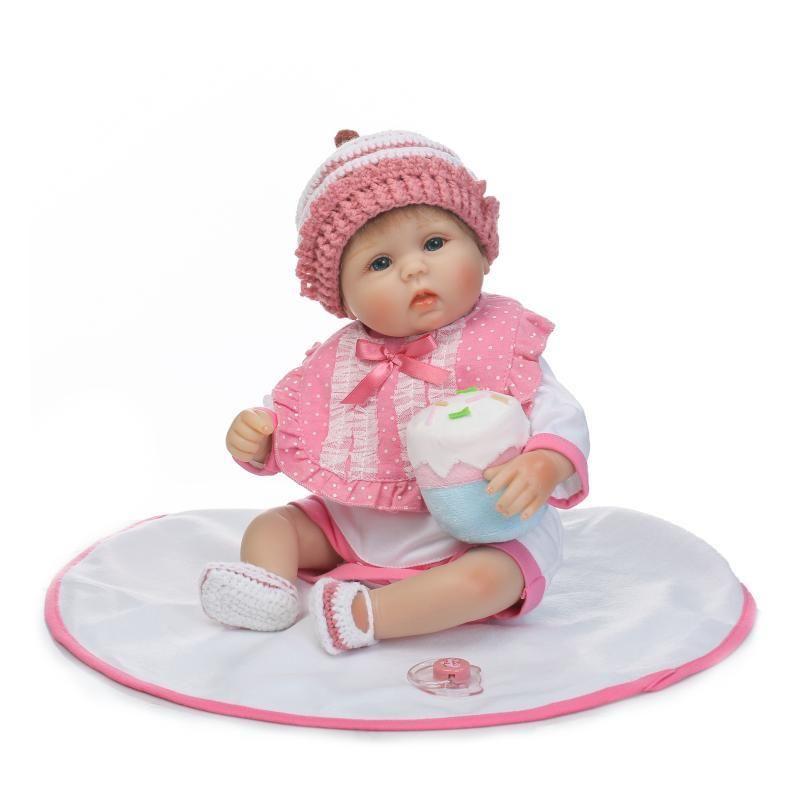 リボーンドール リアル赤ちゃん人形 小さめ40cm かわいいベビー人形 ハンドメイド海外ドール 衣装とおしゃぶり・哺乳瓶付き かわいいお帽子 あどけない表情 ちいさめ乳児ちゃん