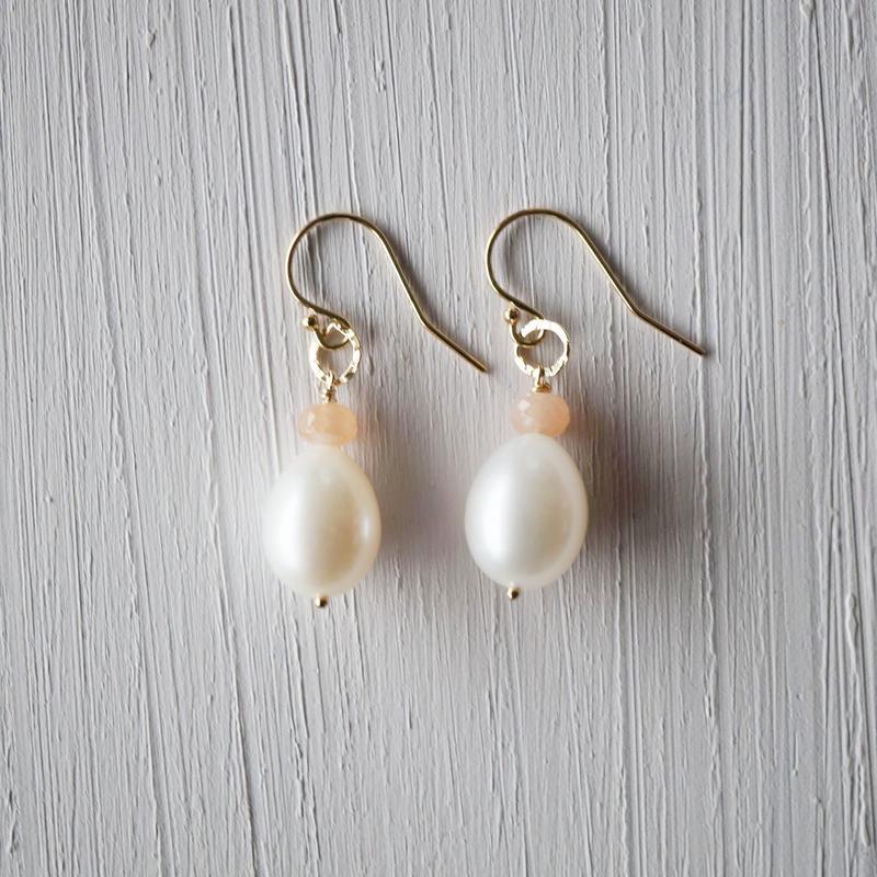 【14kgf】ピーチムーンストーン+淡水パールのドロップピアス/Peach moonstone +Freshwater Pearl drop earrings