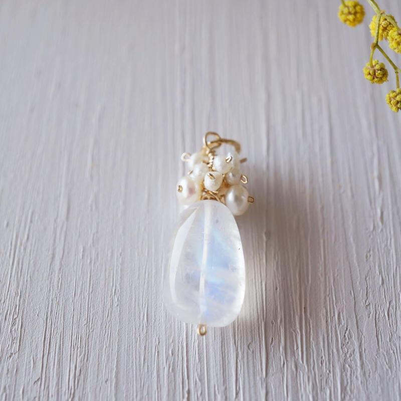 【14kgf】ムーンストーンと淡水パールのチャーム/Moonstone + Freshwater pearl  pendant charm