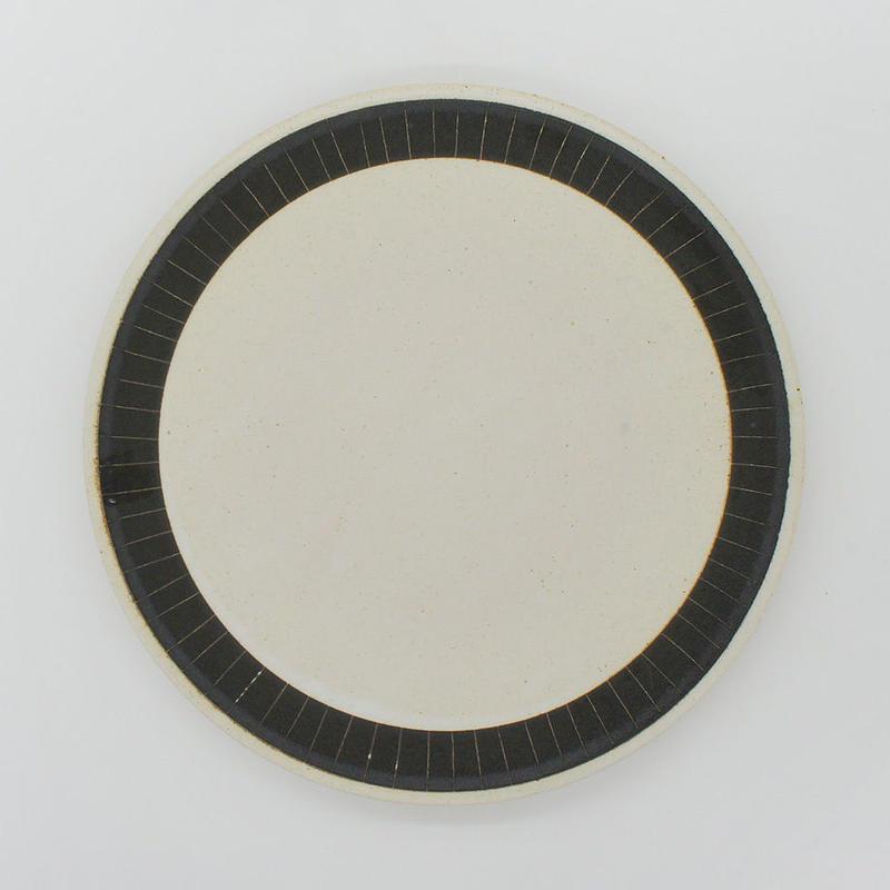 【M009bk】パンとごはんと...  掻き落としの陶器 PLATE L black