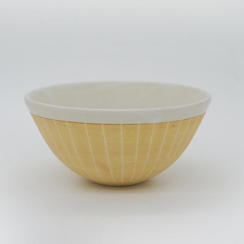 【M011cr】パンとごはんと...  掻き落としの陶器 BOWL cream