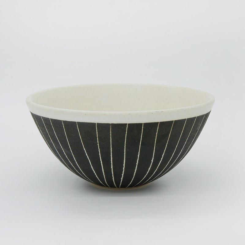 【M011bk】パンとごはんと...  掻き落としの陶器 BOWL black