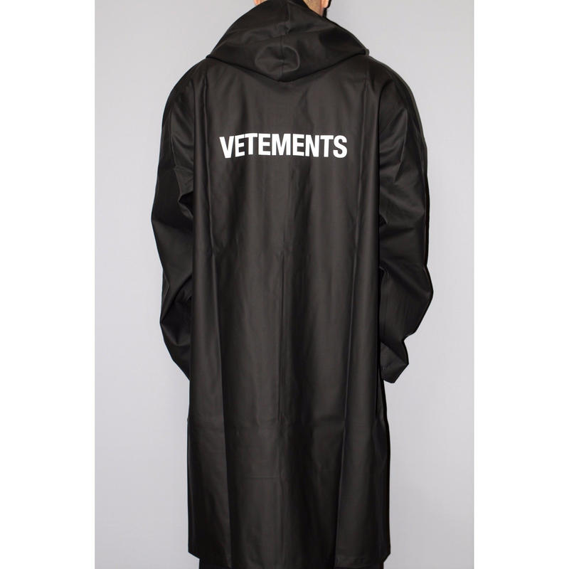 VETEMENTS / 17AW STAFF LOGO OVERSIZED RAIN COAT