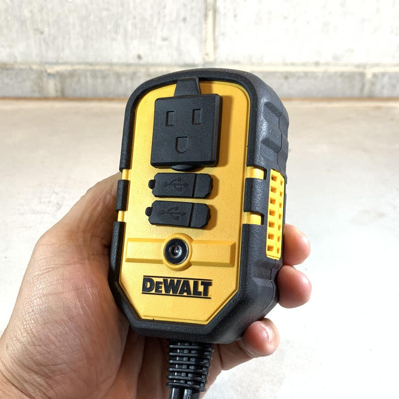 DEWALT デウォルト 140Watt Power Inverter