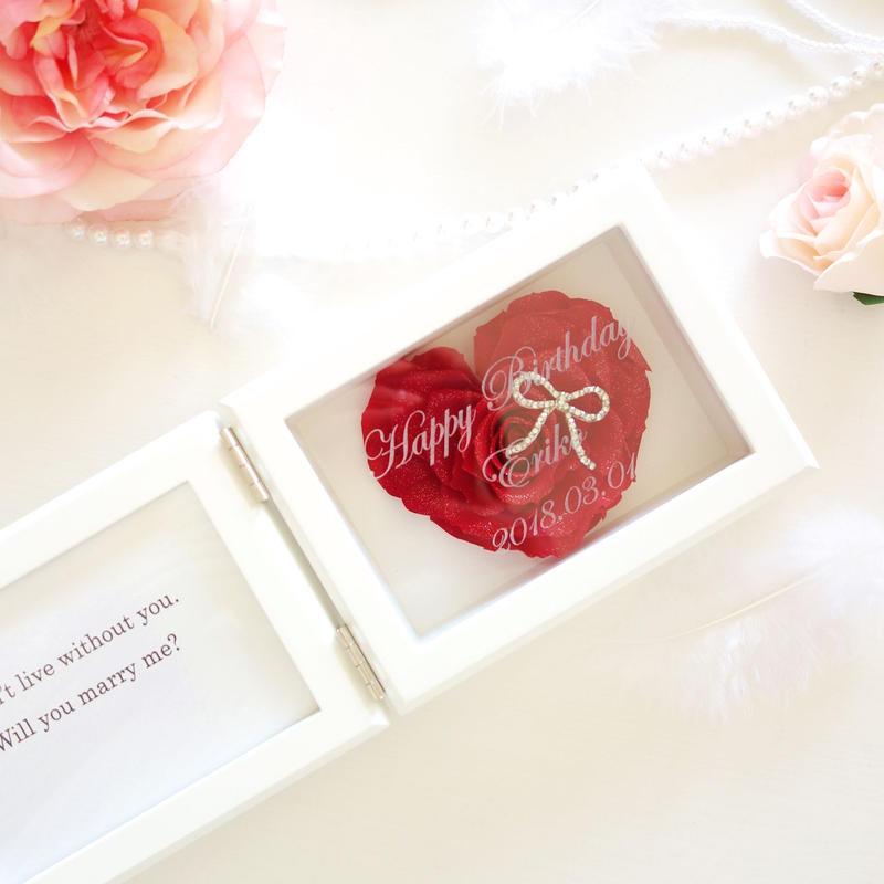 """《名入れギフト☆メッセージ刻印》MEMORIES """"LOVE"""" (RED)バラの花びらで作ったハートのフォトフレーム"""
