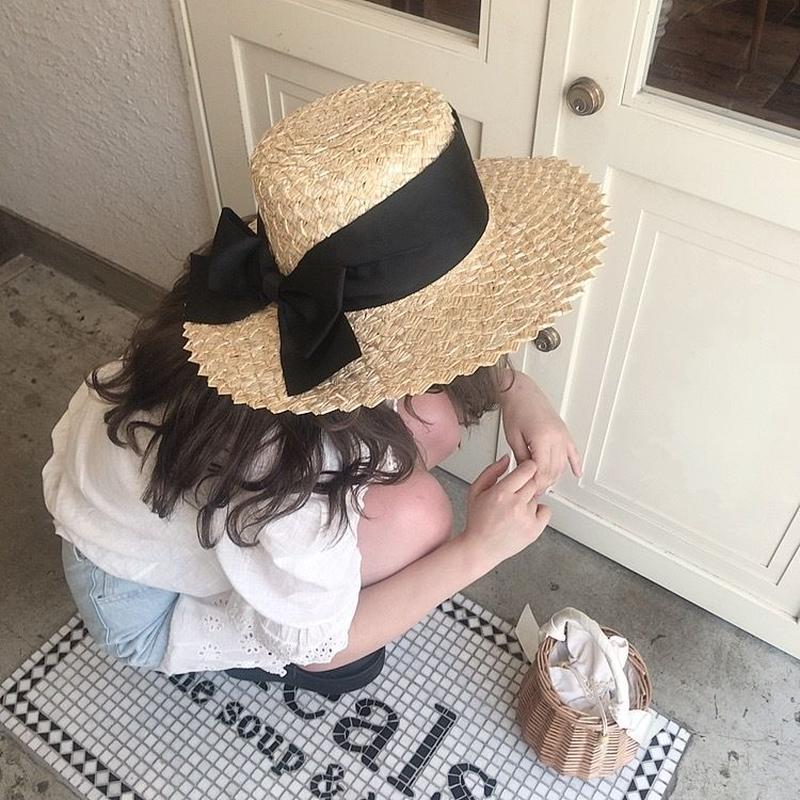 黒リボンおおぶり麦わら帽子