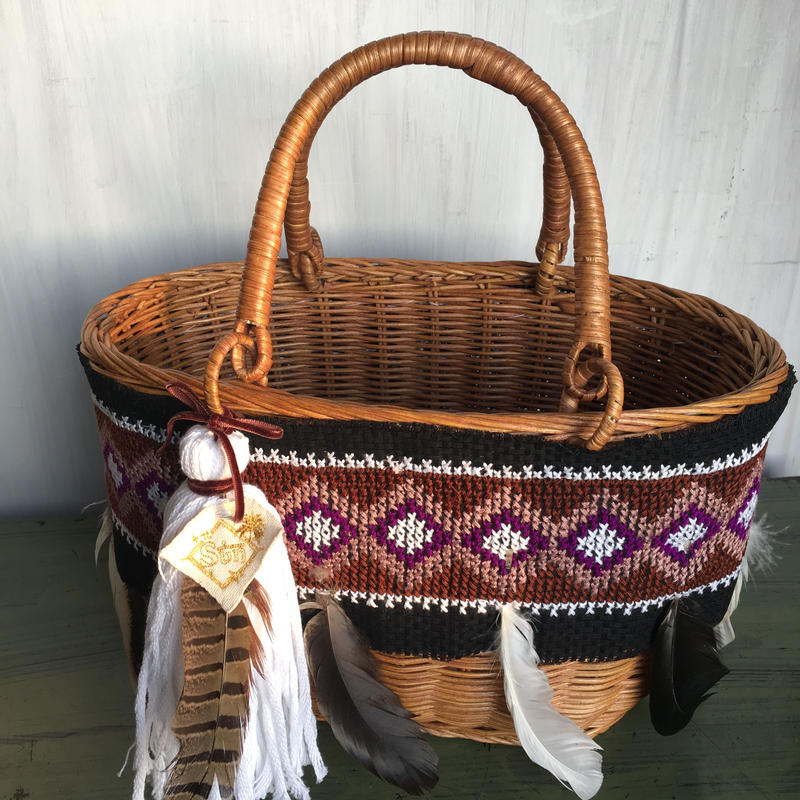 Basket bag with feather tassel