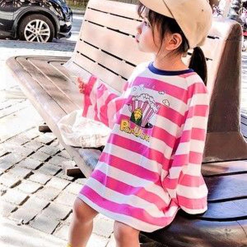 ピンク&ホワイトボーダーのビッグT 襟ぐりに青を添えて