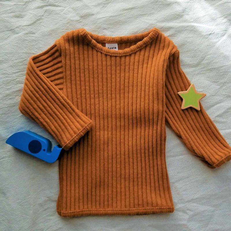 ナチュラルに着こなすリブ編みトップス