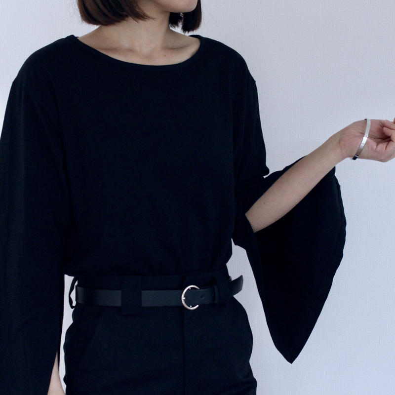 〔送料無料〕Flare sleeve tops(2color)