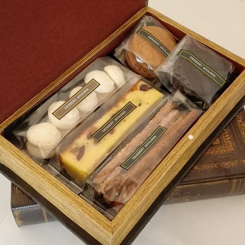 洋書箱入お菓子詰め合わせ