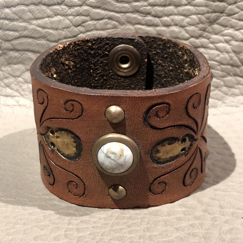South  Paradiso  Leather  Cuff