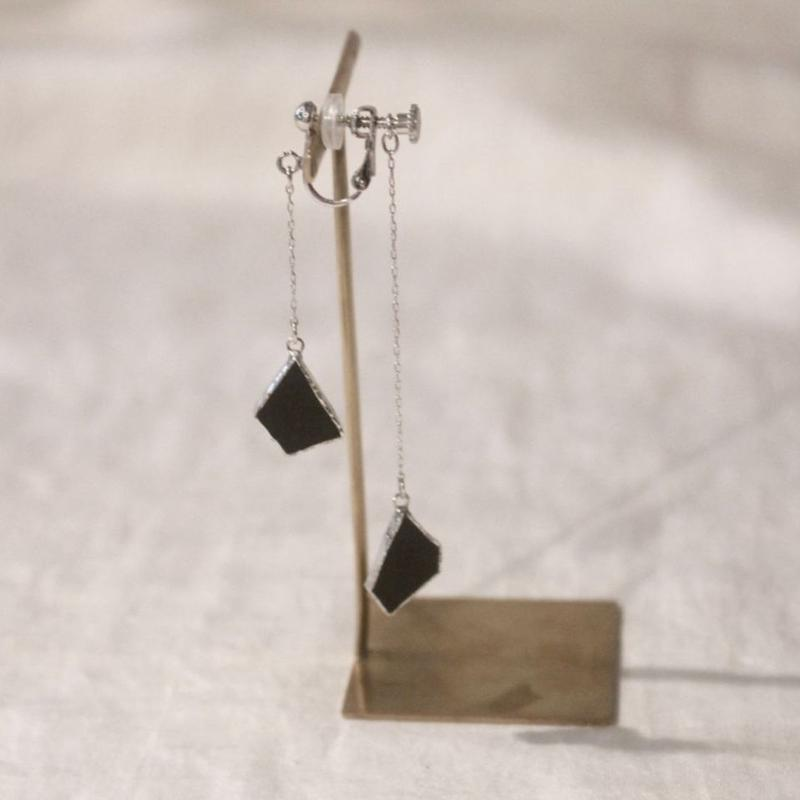 【doro】W HANGING EARRINGS | black 片耳イヤリング