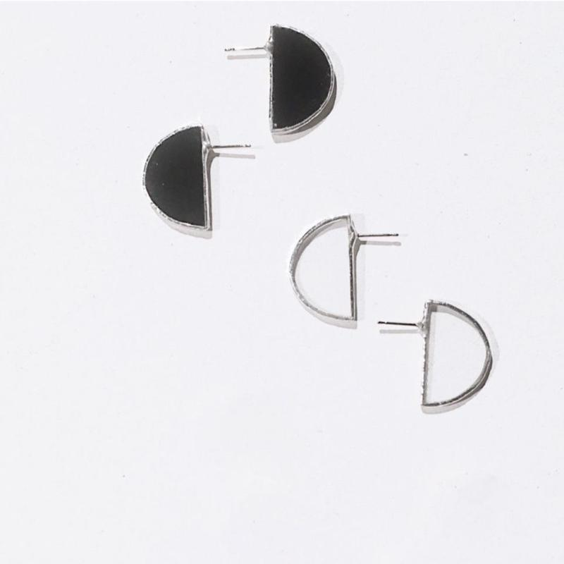 【doro】SEMI CIRCLE EARRINGS & PIERCE 両耳イヤリング&ピアス BLACK | CLEAR