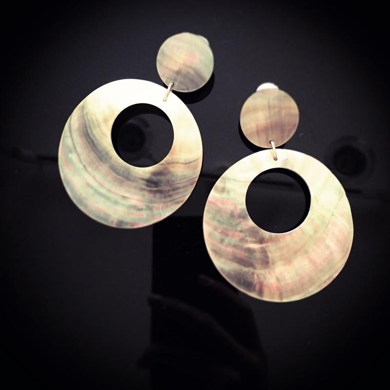 Brown shell pierce earring