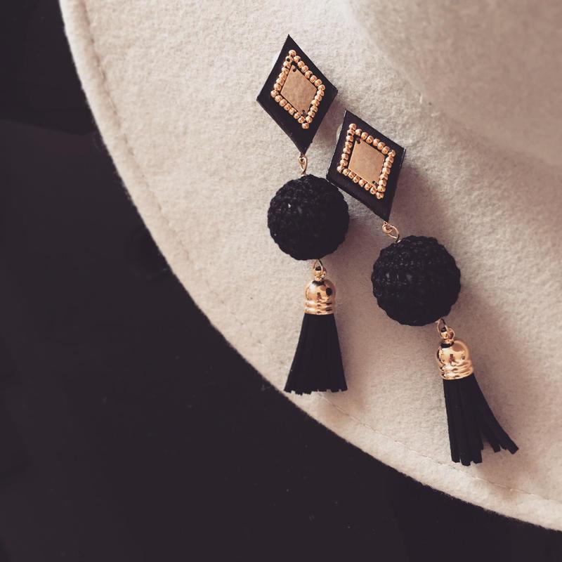 Leather tassel pierce earring