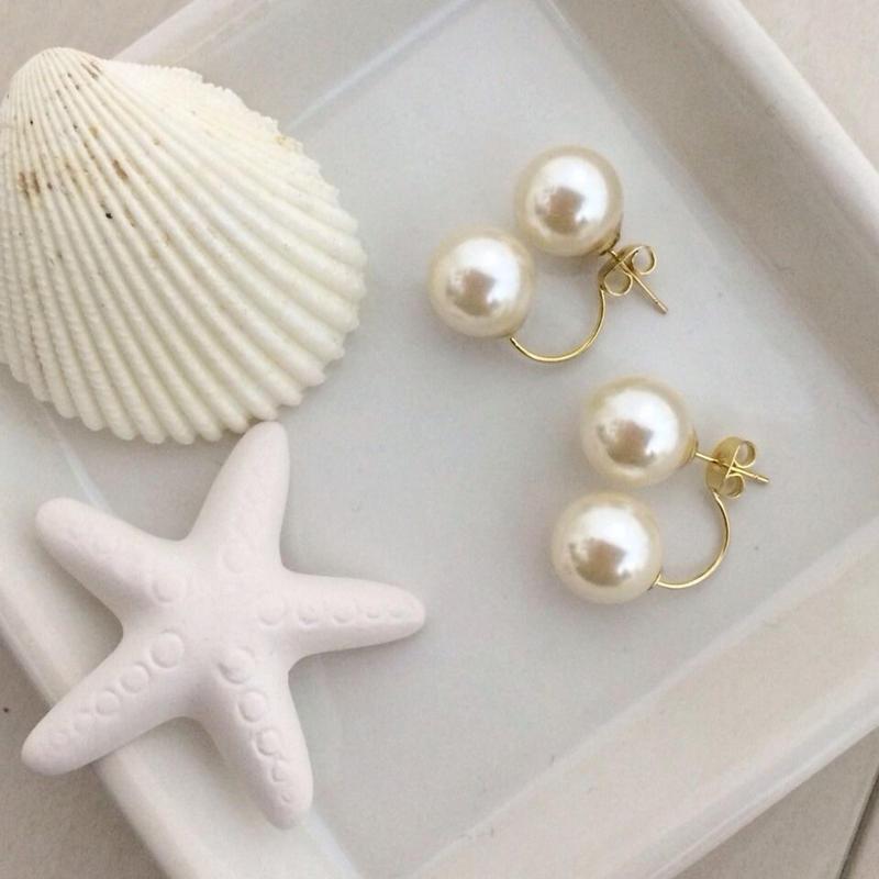 Double pearl pierced earring