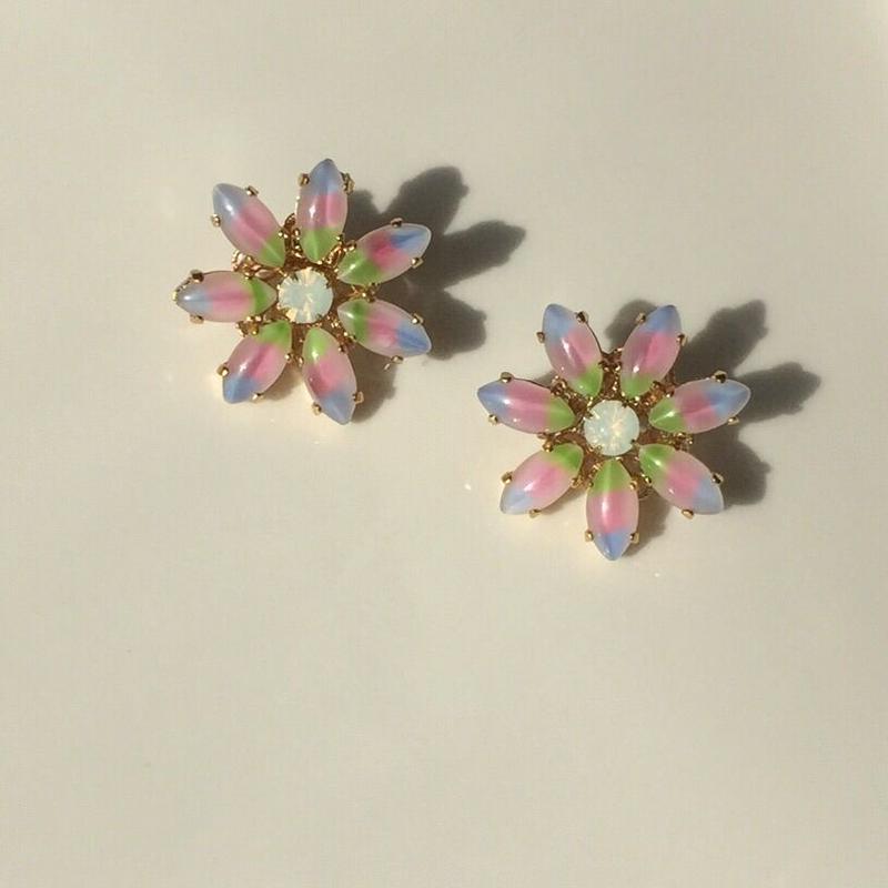 Rainbow flower pierce earring