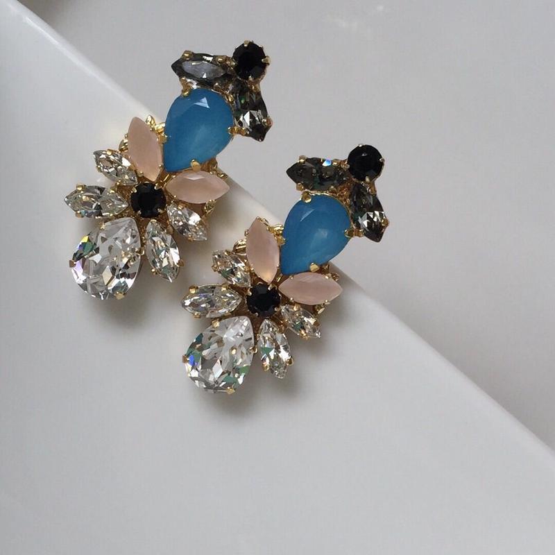 Blue crystalblack pierceearring