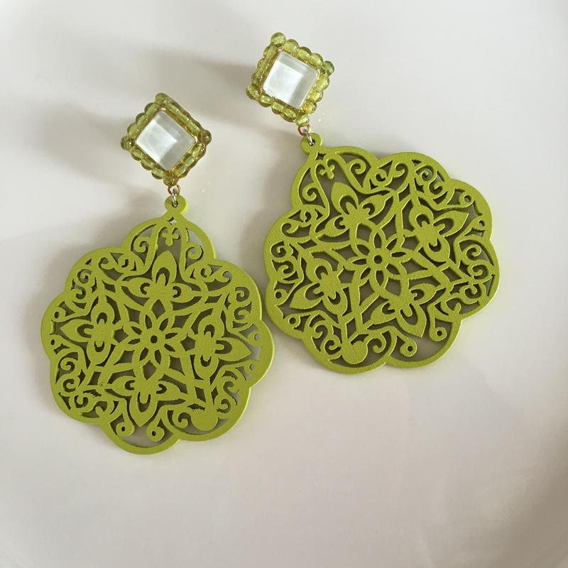 Right Green  wood pierce  earring
