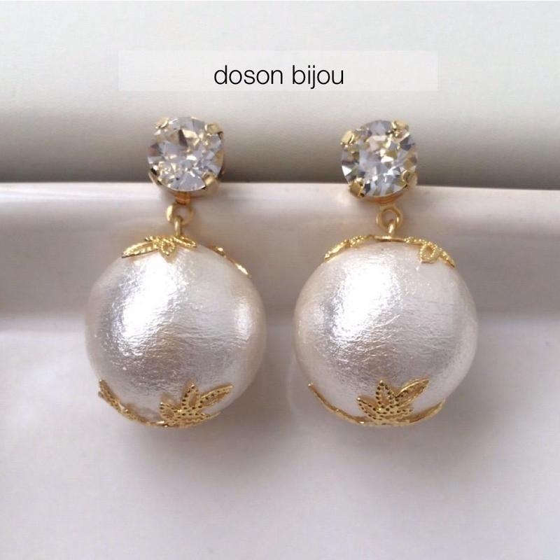 Cotton pearl pierced earring