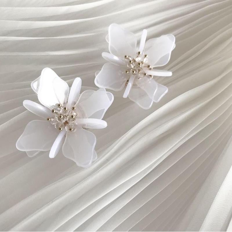 flower pierce earring