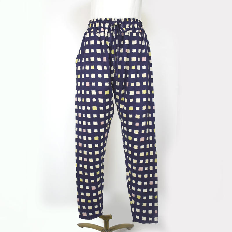 goto asato Select Slim Trousers〔HP-TR06X〕(紫地に白黄ピの四角柄)