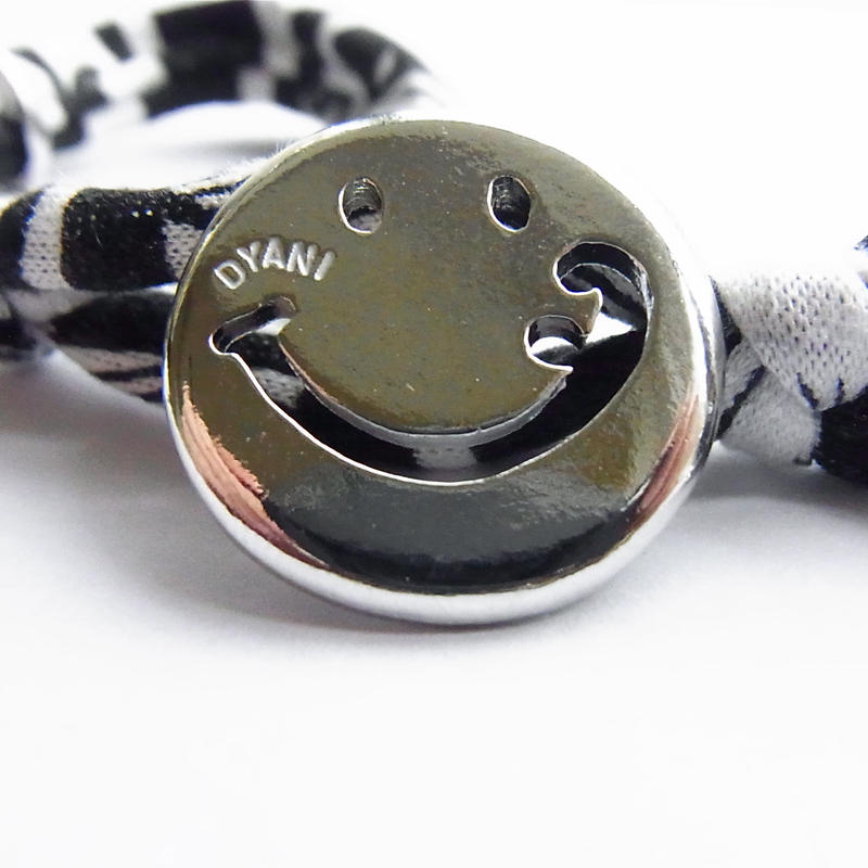 Smiley with wavy mouth Bracelet / Black Botanical