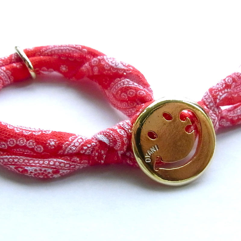 Smiley with wavy mouth Bracelet / Paisley Red