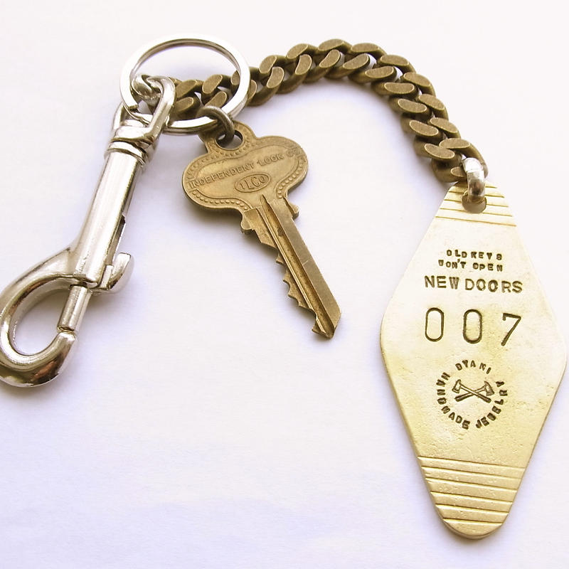 DYANI ANSWER KEY CHAIN 007 / American Vintage key +