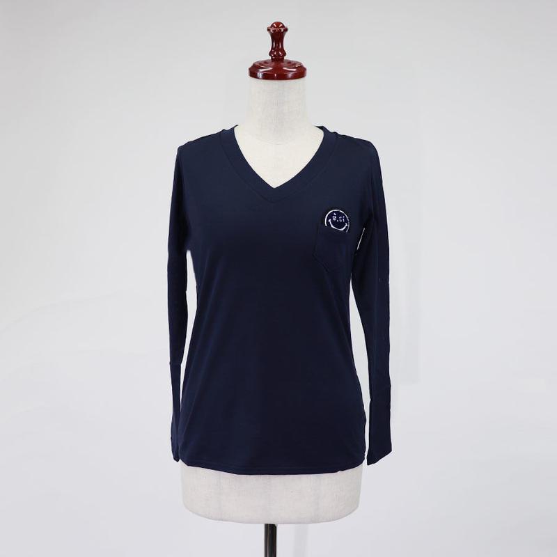 1810114 e.siワッペン付きVネック長袖Tシャツ