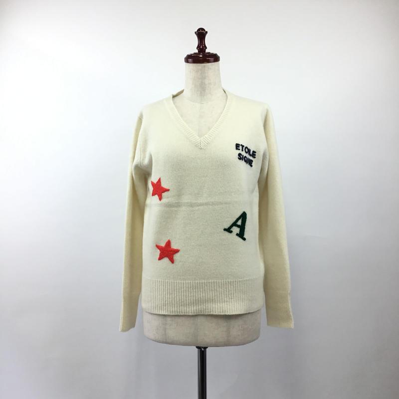 1804215 刺繍Vネックプルオーバー