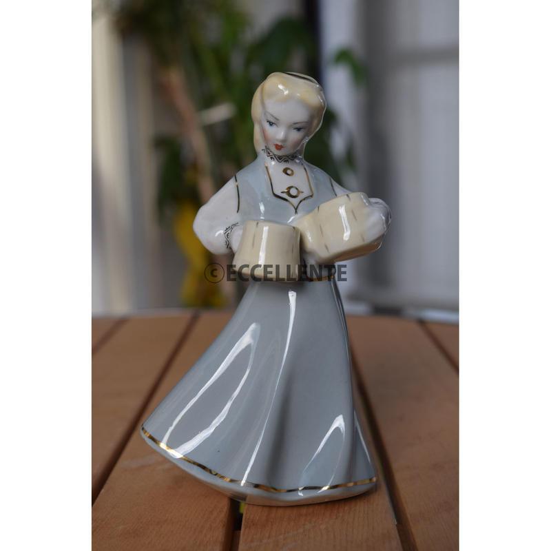 【東欧ヴィンテージ】【リガ陶器工場】フィギュリン サーブする女性
