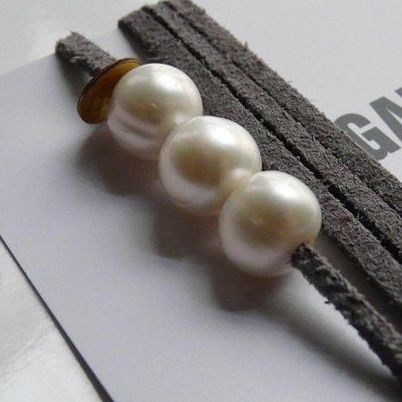 天然パール付 レザーブレスレット Made in Paris ホワイト パール3つタイプ ・ エトープカラー