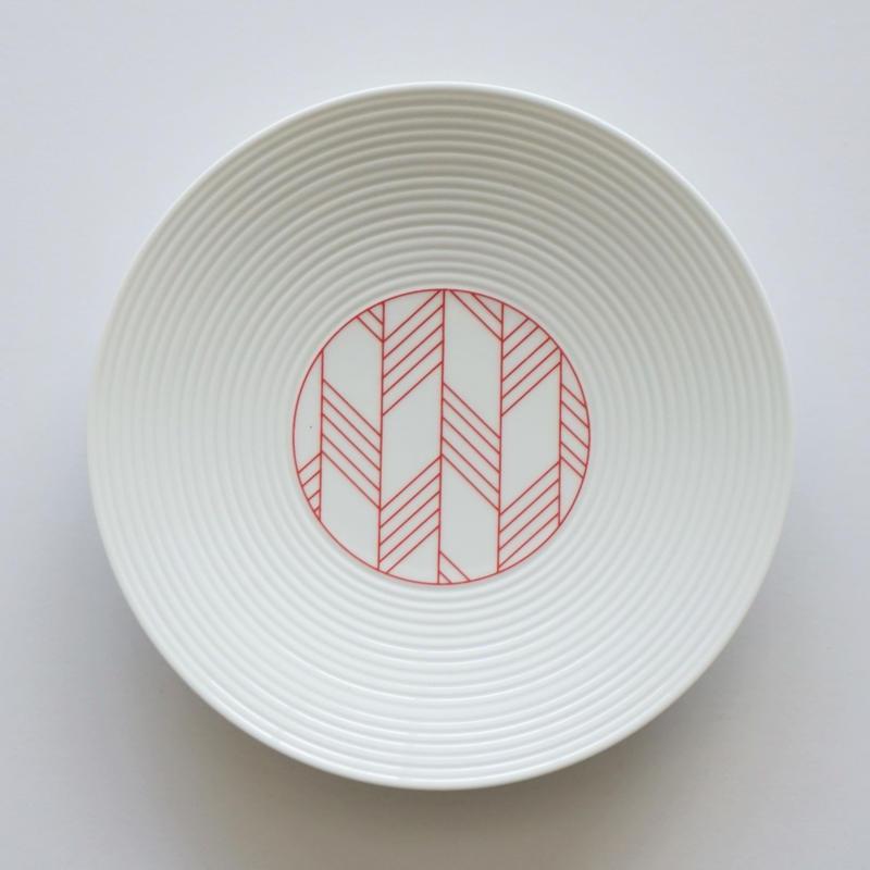 和モダン 15㎝皿 赤 矢羽