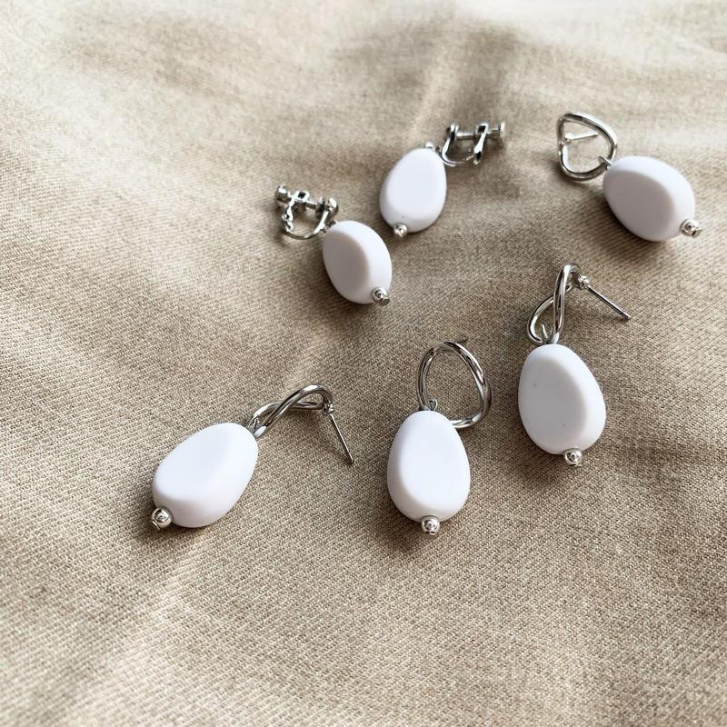 Mat white pierce/earring