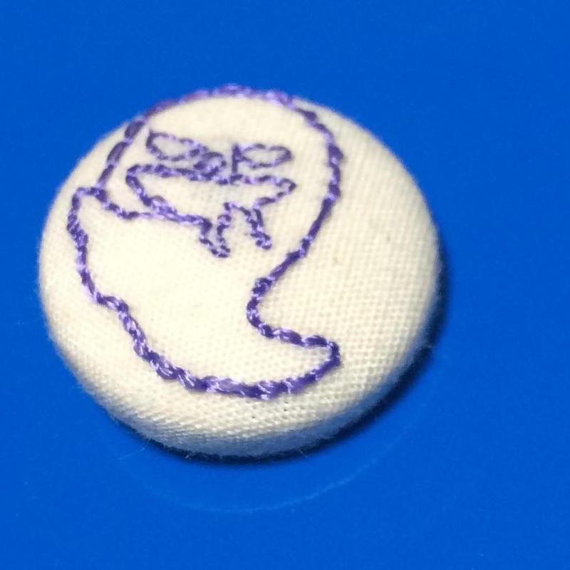 ハロウィン(おばけ)柄 22mmくるみボタン(刺しゅう)