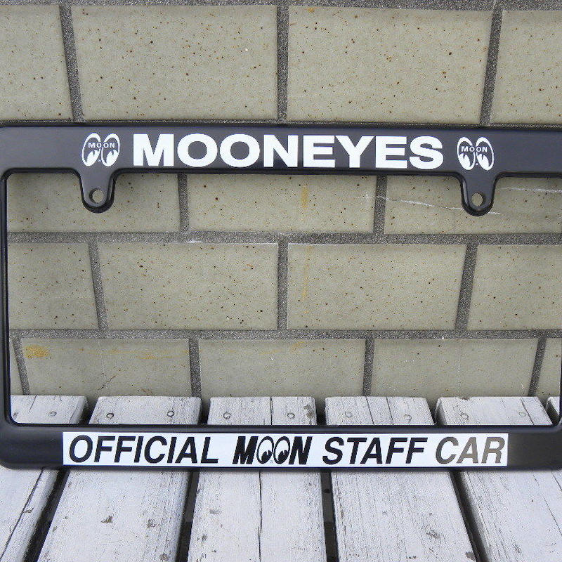 MOONEYES ライセンス フレーム OFFICIAL MOON STAFF CAR MG057BK