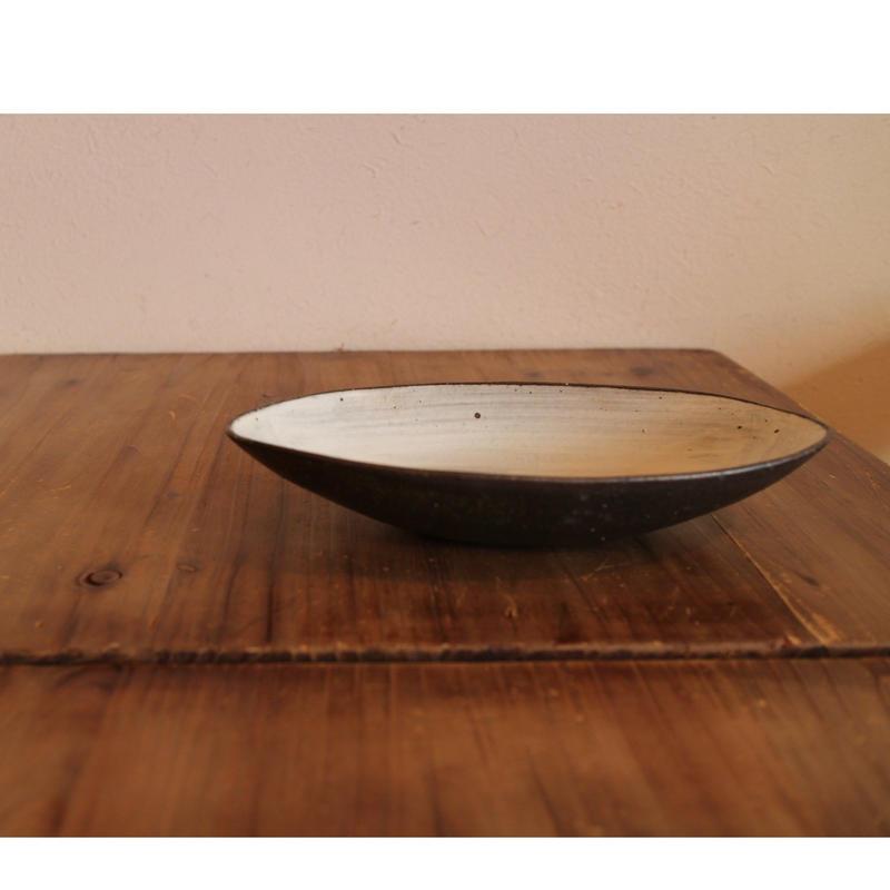 アーモンド鉢(中深)B-108(白)