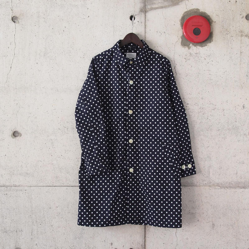 【women】Manual Alphabet〈マニュアルアルファベット〉 TYPEWRITER DOT SHIRT COAT NAVY