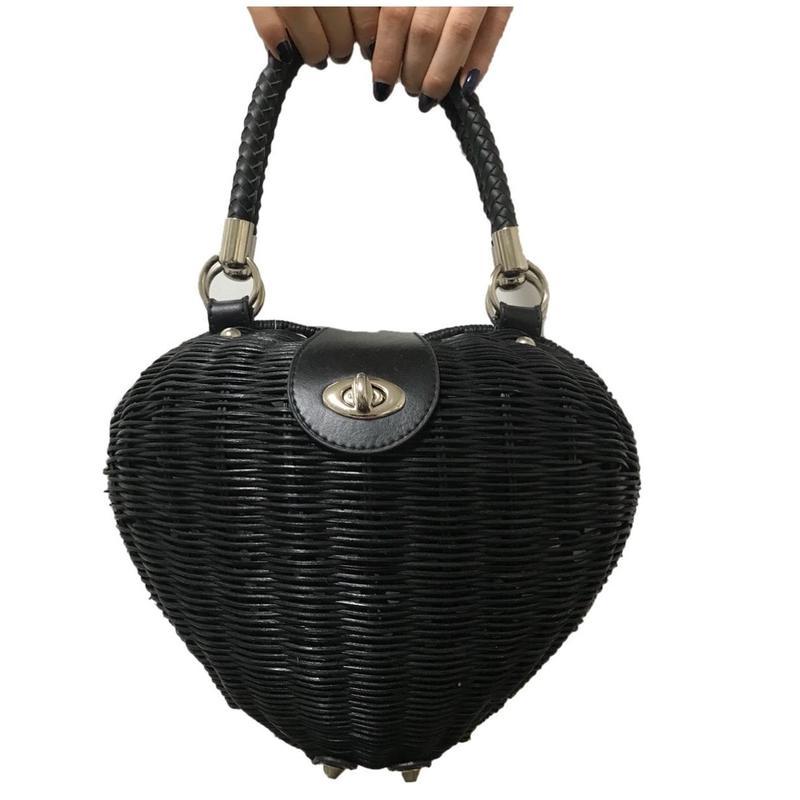 heart design black bucket bag