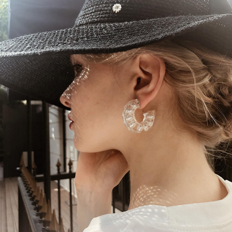 pearl in clear pierce