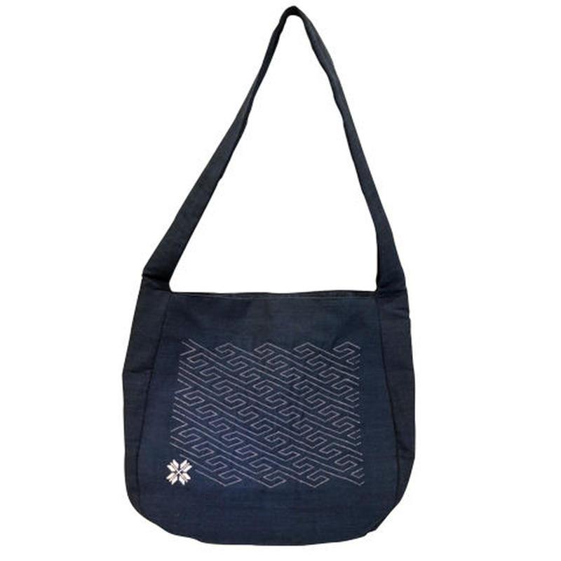 ラオスの藍染め手織り模様ショルダーバッグ