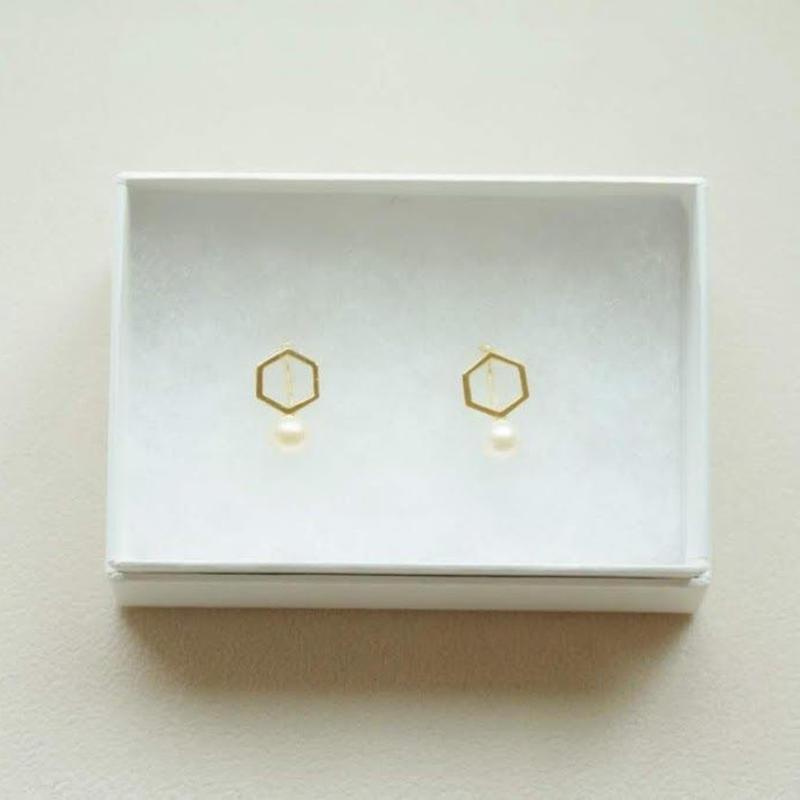 kikkou.小さな六角形とパールのイヤリング