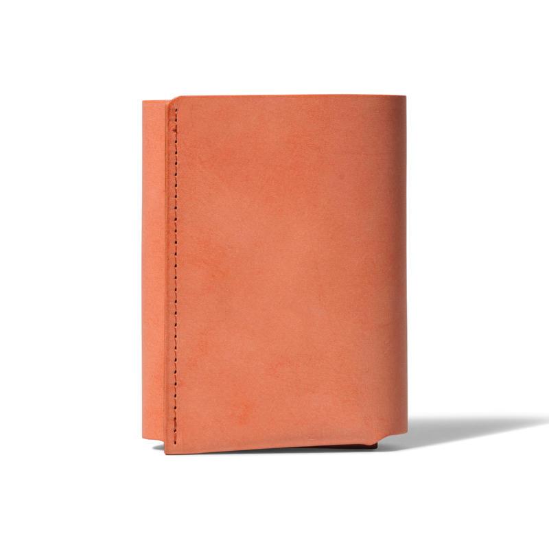 しっかり入ってコンパクトな財布 TRI-FOLD WALLET / BRICK RED
