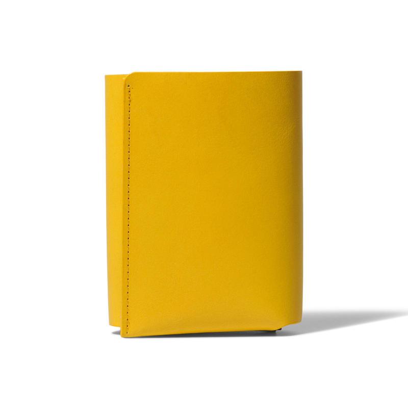 しっかり入ってコンパクトな財布 TRI-FOLD WALLET / YELLOW