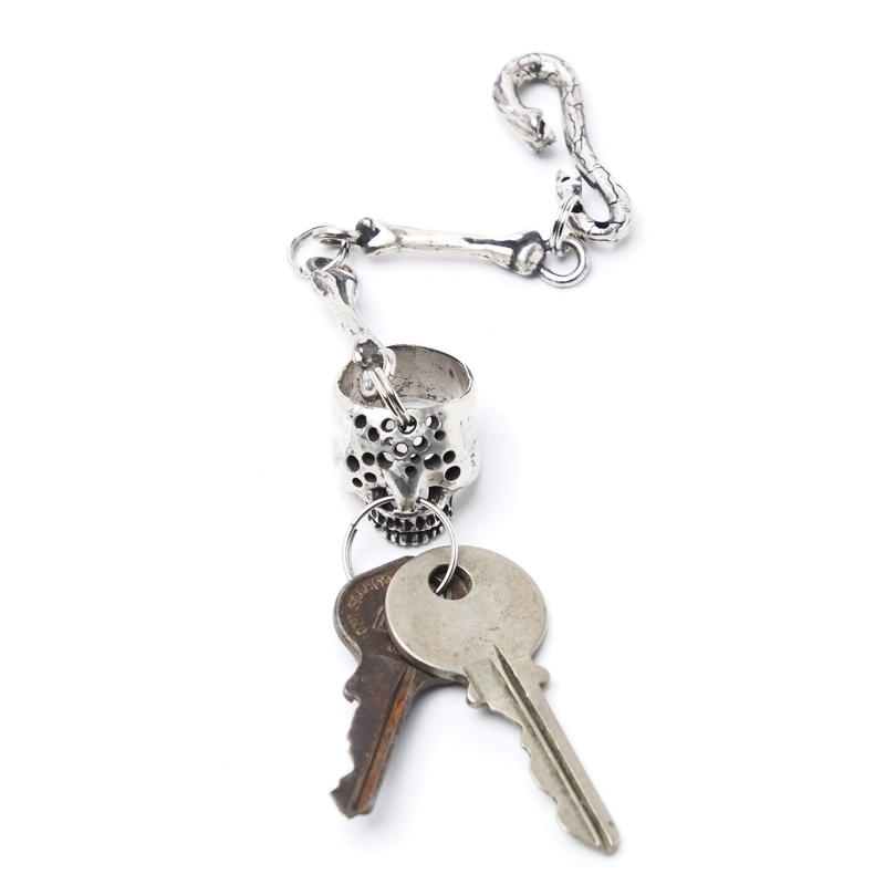 holeskull keychain silver