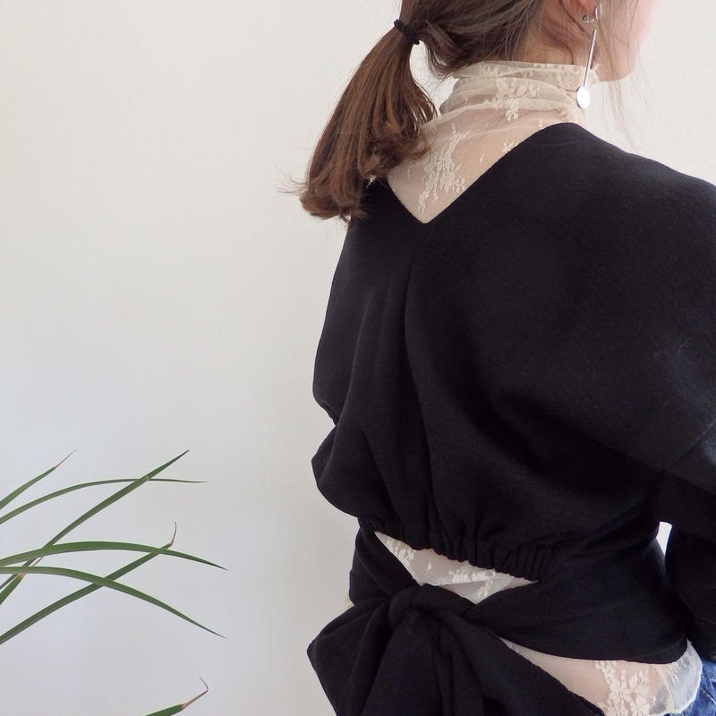 v-neck back  ribbon tops